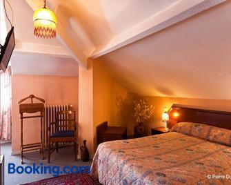 Hotel Le Catala - Campan - Bedroom