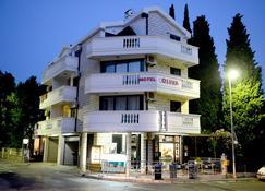 Oliva - Μπούντβα - Κτίριο