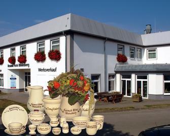 Keramik Hotel Rheinsberg - Kleinzerlang - Building