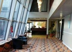 Baymont by Wyndham Montreal Airport - Montreal - Lobby