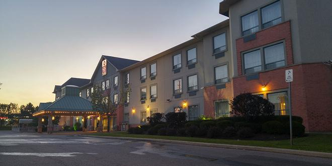 Best Western Plus Travel Hotel Toronto Airport - Toronto - Building