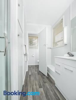 Asure Harbour View Motel - Tauranga - Bathroom