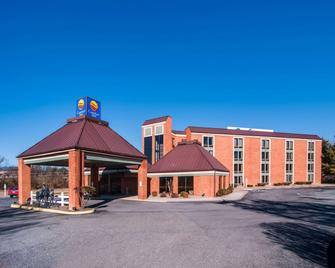 Comfort Inn Virginia Horse Center - Lexington - Building