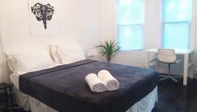 Victorian Inn - Brooklyn - Bedroom