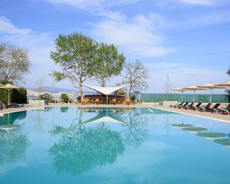 Lucy Hotel - Kavála - Bazén