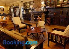 Reilly's Rock Hilltop Lodge - Manzini - Lounge
