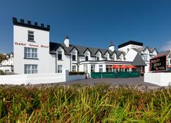 Butler Arms Hotel - Waterville - Building