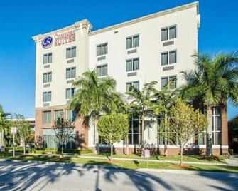 Comfort Suites Miami Airport North - Miami Springs - Edificio