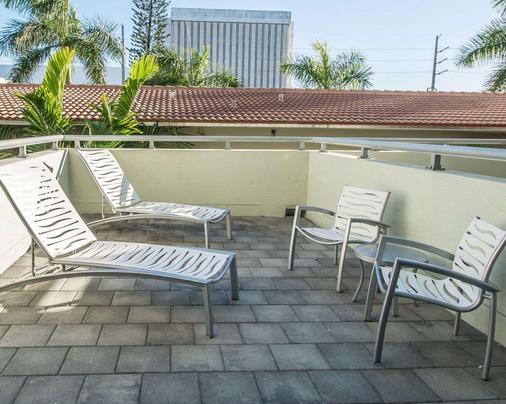 Comfort Suites Miami Airport North - Miami Springs - Balcony