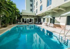 Comfort Suites Miami Airport North - Miami Springs - Pool