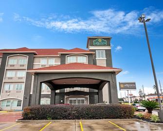 La Quinta Inn & Suites by Wyndham Houston - Magnolia - Magnolia - Building