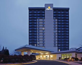 La Quinta Inn & Suites By Wyndham Minneapolis Bloomington W - Bloomington - Building