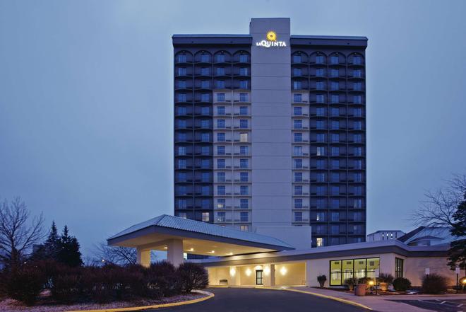 La Quinta Inn & Suites by Wyndham Minneapolis Bloomington West - Bloomington - Rakennus