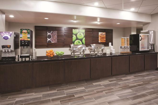 La Quinta Inn & Suites by Wyndham Minneapolis Bloomington West - Bloomington - Buffet