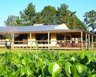 Irupe Lodge - Colonia Carlos Pellegrini - Building
