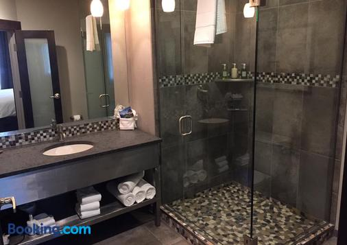 The Firebrand Hotel - Whitefish - Bathroom