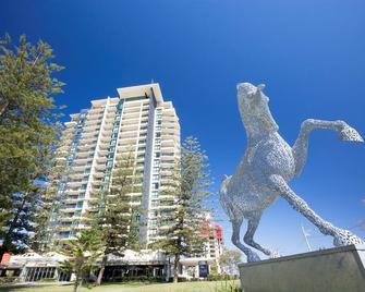Mantra Broadbeach On the Park - Broadbeach - Building