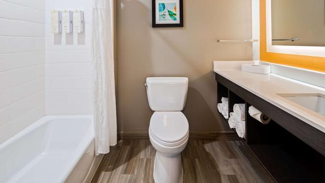 Best Western Plus Pasadena Inn & Suites - Pasadena - Μπάνιο