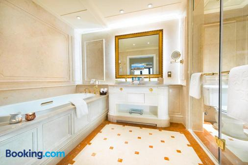 Legend Palace Hotel - Macau - Bathroom