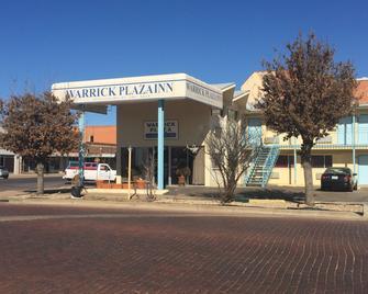 Warrick Plaza Inn - Plainview - Building