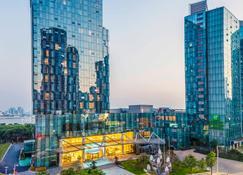 Holiday Inn Nanchang Riverside - Nanchang - Außenansicht