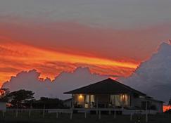 Wera Beach Resort - Waingapu - Außenansicht