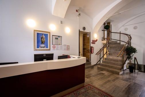 Emonec Hotel - Ljubljana - Vastaanotto