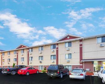 Super 8 by Wyndham Kenosha/Pleasant Prairie - Pleasant Prairie - Edificio