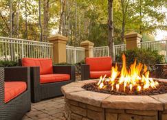 Courtyard Greenville-Spartanburg by Marriott - Greenville - Patio