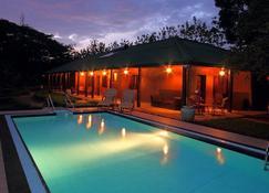 Governor's Grand - Dambulla - Pool