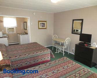Overlander Motel - Chase - Bedroom