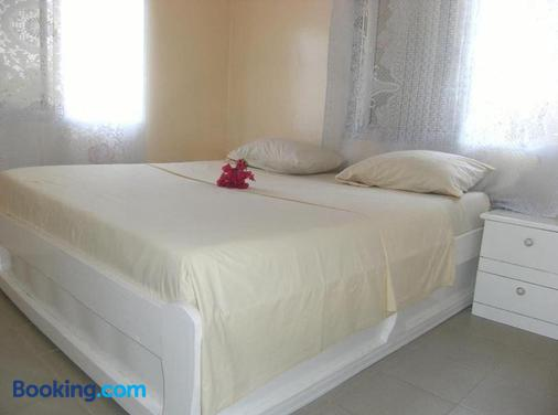 One World Village Guesthouse - Bakau - Bedroom