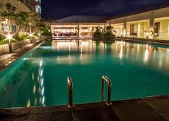 萬隆斯維思貝林酒店 - 萬隆 - 馬朗 - 游泳池