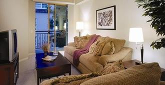 Oakwood at Camden South End - Charlotte - Living room