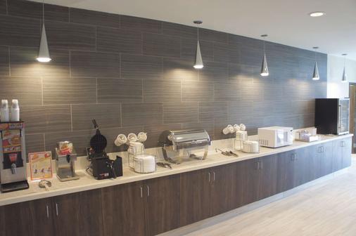 La Quinta Inn & Suites by Wyndham Tuscaloosa McFarland - Tuscaloosa - Buffet