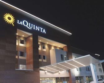 La Quinta Inn & Suites by Wyndham Tuscaloosa McFarland - Tuscaloosa - Building