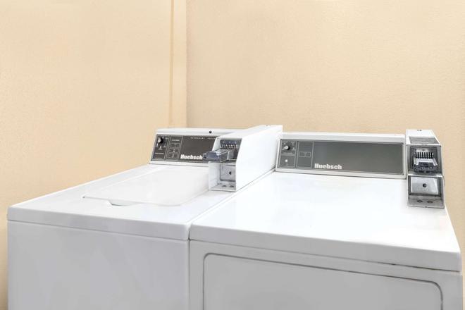 Super 8 by Wyndham Hattiesburg South - Hattiesburg - Πλυντήριο ρούχων