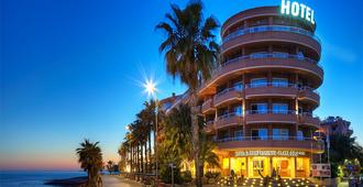 Hotel Sunway Playa Golf & Spa Sitges - Sitges - Building