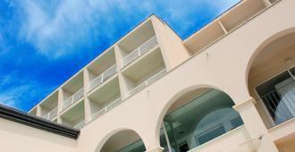Hotel Nautico Ebeso - איביזה - בניין