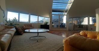 Panorama Penthouse Innsbruck - Innsbruck - Living room