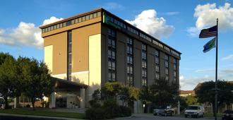 Holiday Inn Express San Antonio-Airport - San Antonio