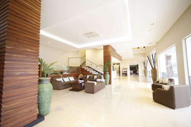 Best Western PREMIER Garden Hotel Entebbe - Entebbe - Recepción