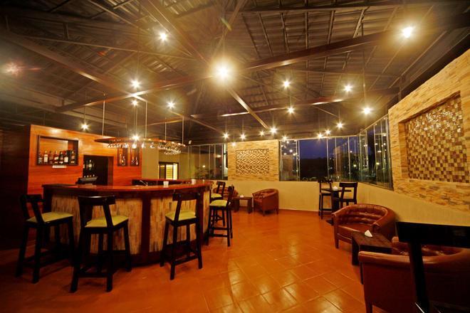 Best Western PREMIER Garden Hotel Entebbe - Entebbe - Bar