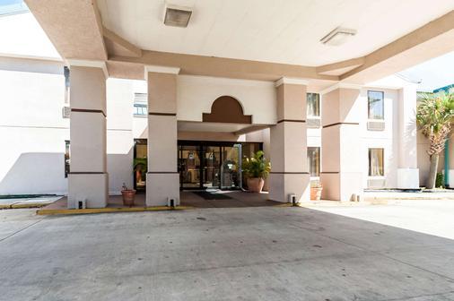 Quality Inn & Suites - Lafayette - Toà nhà
