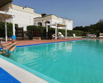Villaggio Catalano - Castellaneta Marina - Zwembad