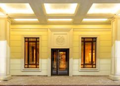 Ramada Hotel & Suites by Wyndham Novosibirsk Zhukovka - Nowosibirsk - Gebäude