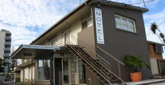 Golden Shores Airport Motel - Bilinga