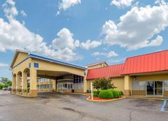 Econo Lodge Inn & Suites Triadelphia - Wheeling - Triadelphia - Building