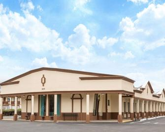 Days Inn by Wyndham Wrightstown - Wrightstown - Building
