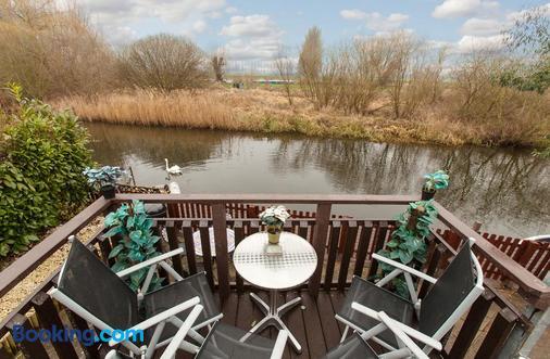 Isleham River Lodge - Bury St. Edmunds - Balcony